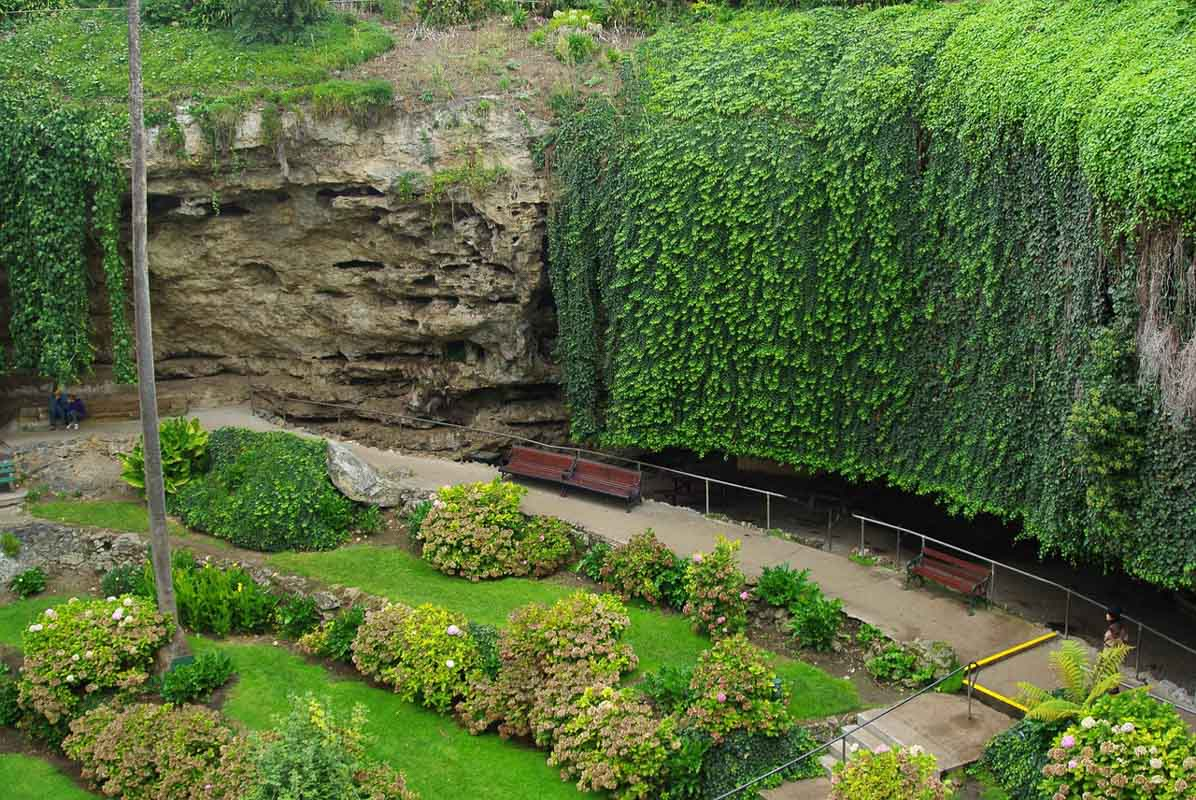 umpherston sinkhole is one of the best landmarks south australia has to offer